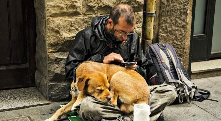 Persona en situación de sin hogar. Fotografía de Pixabay